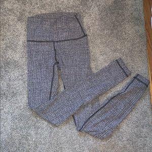"""lululemon 28"""" wunder under leggings"""